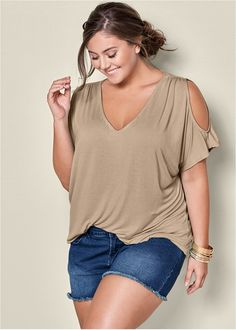 Casual plus size summer fashion ideas for beauty women 23 - VIs-Wed Curvy Outfits, Casual Summer Outfits, Plus Size Outfits, Jean Outfits, Casual Wear, Fall Outfits, Look Plus Size, Plus Size Tops, Plus Size Summer Tops