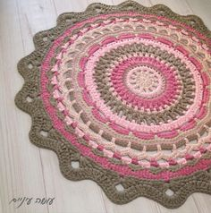 Eye - a winter mandalas rug from T-strings Os . Crochet Doily Rug, Crochet Rug Patterns, Crochet Carpet, Crochet Round, Crochet Home, Bead Crochet, Crochet Stitches, Yarn Projects, Crochet Projects