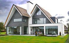 Zelfde huis: achterkant: combinatie van bijna kubistisch met toch de traditionele vorm in een harmonieus geheel