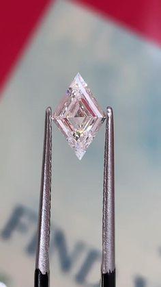 Gems Jewelry, Diamond Jewelry, Gem Necklaces, Gemstone Jewelry, Fine Jewelry, Jewellery, Saphir Rose, Minerals And Gemstones, Rocks And Gems