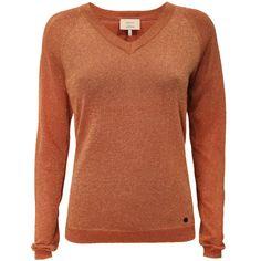 c6d500de887 Orange glitrende strikbluse, når dit outfit skal have lidt kant. Find din  størrelse i