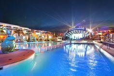 Puedes disfrutar de djs como David Guetta o Bob Sinclair desde la piscina del Ushuaia Beach Hotel