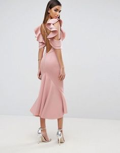 Cute long light pink dress and silver shoes Latest Fashion Clothes, Look Fashion, Fashion Dresses, Fashion Design, Fashion Online, Pretty Dresses, Beautiful Dresses, Pink Dress, Dress Up