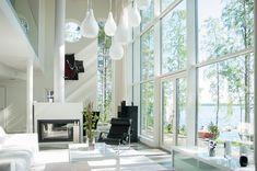 Villa Oliver sisustus- ja valaistussuunnittelu Bassotalo Villa Oliverin sisustus voitti 2. sijan yleisöäänestyksessä Kuopion asuntomessuilla 2010. Nelihenkisen perheen tilava ja valoisa kivitalo sijaitsee omarantaisella tontilla. Kodissa arjen mukavuus ja luksus … Living Room Interior, Home Interior Design, Living Room Decor, Interior Decorating, Norway House, Cabin Plans, Scandinavian Interior, House In The Woods, House Colors