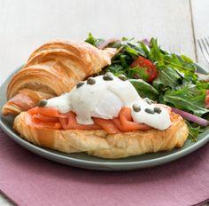 Essayez cette délicieuse recette de Œufs bénédictine au saumon fumé avec sauce ranch classique dès aujourd'hui !