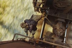 L'aventure de Mike Brodie commence à l'âge de 17 ans, lorsqu'il monte dans un train, un peu au hasard. Il finit par se retrouver à vagabonder clandestinement à travers les États-Unis, de trains en trains, pendant une dizaine d'années.Pendant cette période, il fait de nombreuses rencontres et découvre son premier ...