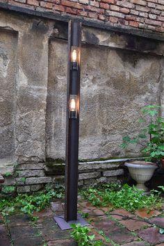 Cette lampe dispose votre simple apparence. Protagoniste est une fois de plus la t-faisceau double tellement polyvalent. Cette lampe dans toutes les tailles et avec différentes ampoules est également disponible comme toutes mes pièces. Le nombre de bulbes est également variable.