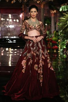 Manish Malhotra Opens FDCI  India Couture Week 2016 with 'The Persian Story'…