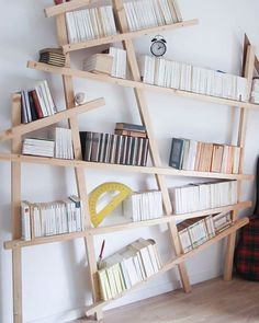 Armelle propose un DIY bibliothèque mikado pour u… Unique Bookshelves, Bookshelf Design, Bookshelf Ideas, Scandinavian Bookshelves, Murphy Bed Ikea, Home And Deco, Floating Shelves, Diy Furniture, Diy Home Decor