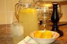 Living the Good Life: Easy Homemade Lemonade!