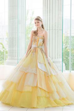 So pretty yellow dress 🌸 Stunning Dresses, Beautiful Gowns, Pretty Dresses, Ball Dresses, Ball Gowns, Prom Dresses, Wedding Dresses, Fairytale Dress, Dream Dress