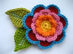Free pattern Find: Featured this Monday a beautiful triple layer flower by Lucy at attic24.