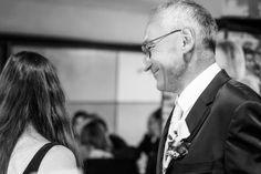 Ein glücklicher Bräutigam bei seiner Hochzeit. Was braucht es mehr? (außer natürlich auch einer glücklichen Braut) #taulightmedia Fictional Characters, Movie, Wedding Photography, Psychics, Wedding Bride, Fantasy Characters