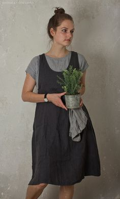 LINEN APRON DRESS. charcoal    The apron dress is very comfortable and ideal for everyday wear. Made by hand of washed pure linen.  All garments