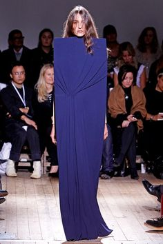 See the complete Maison Margiela Spring 2011 Ready-to-Wear collection.