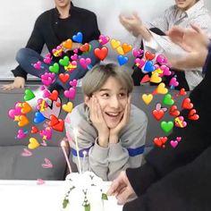 43 ideas memes kpop feliz for 2019 New Memes, Love Memes, Funny Memes, Kpop, K Meme, Heart Meme, Wattpad, Quality Memes, Wholesome Memes