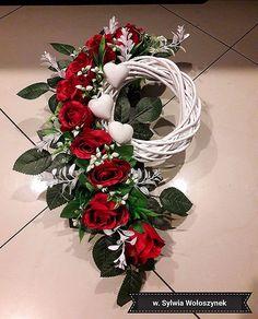 Grave Flowers, Funeral Flowers, Arte Floral, Christmas Flower Arrangements, Floral Arrangements, Cemetery Decorations, Christmas Wreaths, Christmas Decorations, Flower Boxes