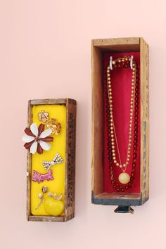 Wall-Mounted Jewelry Box Display #DIY #jewelrydisplay