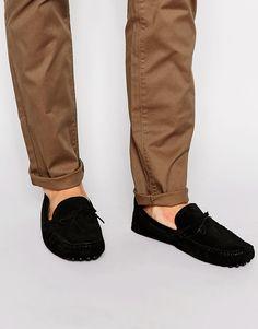Schuhe von ASOS Obermaterial aus Wildleder Schnürung runde Zehenpartie genoppte Sohle mit geeignetem Pflegemittel behandeln Obermaterial aus 100% Leder