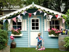 Zo leuk, dat ik hem zelf ook wilde voor in de tuin. via www.pimpenco.nl Cubby Houses, Dog Houses, Play Houses, Outside Playhouse, Build A Playhouse, Peach Peonies, Wendy House, Cute House, Happy House