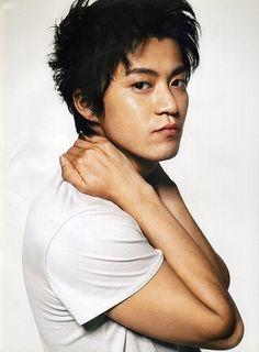 Shun Oguri, Crows Zero, Man Faces, Japanese Love, Kudo Shinichi, Live Action Movie, Nihon, Asian Actors, Asian Boys