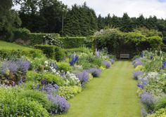 Large herbaceous borders with a mix of perennials replaced Victorian bedding. - Large herbaceous borders with a mix of perennials replaced Victorian bedding. Flower Garden Borders, Cottage Garden Borders, Border Garden, Unique Garden, English Garden Design, Large Backyard Landscaping, Vegetable Garden Planning, Vegetable Gardening, Herbaceous Border
