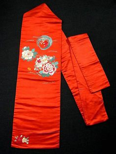 This is a vintage Nagoya obi in bright orange. Lovely 'hana-maru' (flower circle) motifs of such as skaura (cherry blossoms) and peonies are neatly embroidered.