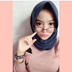 """Berhijab bukan sebuah alasan untuk tidak tampil sexy"" Selamat malam semuanya.  Follow @ispinuruls Keep healthy and sexy girl   #jilbab #jilboob #hijab #jilbabcantik #jilbabsexy #jilbabindonesia #cewekjilbab"