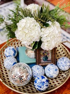 After Christmas can be a struggle with how to decorate your home. Winter flower arrangements are just what you need to add a little cheer! Head to the grocery store and pick up some white hydrangeas and then shop your yard for evergreen clippings like leyland cypress, pine, cedar, holly and luyken laurel! It's a beautiful look for the winter season!
