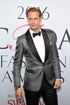 Alexander Skarsgård is still giving me James Bond vibes in this Tom Ford tuxedo at the CFDA Awards.6/6/16 ♥