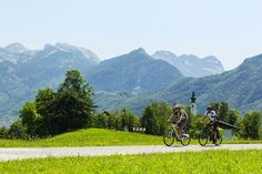 Culinary & cycling 'Tour d'Autriche' 2017. Recently, Austria.info published a new collection of cycling tours under the motto 'Tour de Austria' in 9 chapters after the country's nine provinces...  fig.: Images of two cyclists at the Tennengau region in Salzburg. Photo by Salzburger Land Tourismus; (C) Markus Greber.