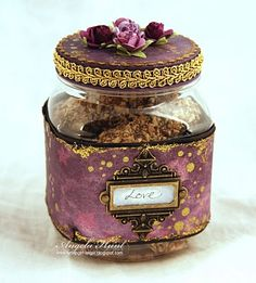 this decorated jar gives me loads of inspiration...............
