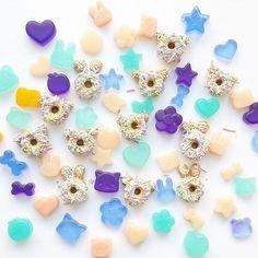 #cabochons #cabochon #decoden #polymerclaycharm #polymerclay #minidonut #meow #cuteart # #パステル #miniatures #sweetlolita #kawaiidesu #bunnies #kitties #スイーツデコ #teddies #sweetsdeco #resinart #kawaiiart #fairykei #clayart #fakefood #minifood #アイシングクッキー #funfetti #resin #strawberry #resinpieces #樹脂