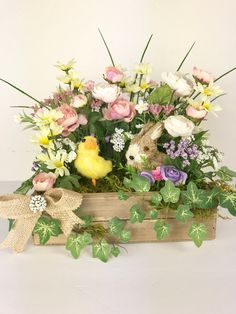 4 Awesome Easter Crafts To Do With Your Kids Easter Table Decorations, Easter Centerpiece, Flower Decorations, Easter Decor, Centerpieces, Easter Tree, Easter Wreaths, Spring Wreaths, Hoppy Easter
