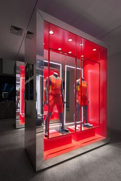 Storefront- using mannequins to promoting clothes.