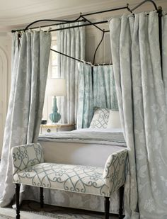 Travers by Zimmer + Rohde | Dessin: Britannia, Mustique, Rocina Strie, Windsong | #Stoff #fabric #Vorhang #curtain #Bezugsstoff #upholstery #coverfabric #Schlafzimmer #bedroom