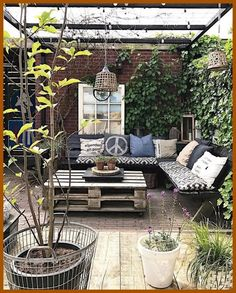 Small Rustic Terrace Garden Design Ideas with Low Budget to Improve Your H. Small Rustic Terrace Garden Design Ideas with Low Budget to Improve Your Home Terrace Garden Design, Small Courtyard Gardens, Small Terrace, Small Courtyards, Patio Garden Ideas On A Budget, Small Patio Design, Design Jardin, Design Apartment, Outdoor Spaces