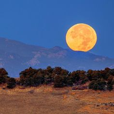 """usatoday: """"With this view youd expect E.T. to fly by in a basket at any moment. @YourTake contributor Forrest Boutin captured the beautiful #fullmoon setting along the northern hills of Pikes Peak in #Colorado on Oct. 27 2015. #Nature #Photography #PoTD #"""""""
