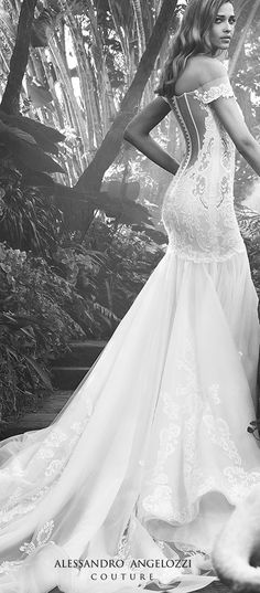 The only wedding dresses completely handmade by italian tailors #alessandroangelozzicouture #madeinitaly #handmadeweddingdresses #wedding #weddingstyle #love #amazing #bridalgown #bridal