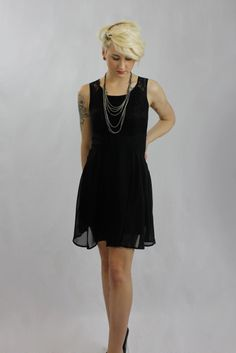 everyone loves black! mishpish.com #littleblackdress #blackdress #sleeveless #sleevelessdress #sexydress #pretty Dinner With Friends, Ladies Night, Night Out, Classy, Sexy, Pretty, Outfits, Black, Dresses