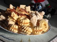 Fursecuri fragede cu crema de lamaie Romanian Desserts, Romanian Food, Food Cakes, Biscotti, Cake Recipes, Sweet Tooth, Sweet Treats, Food And Drink, Cooking Recipes