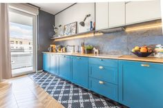 Niebieska kuchnia - spójne mieszkanie z idealną dawką koloru Kitchen Cabinets, Interior Design, Poland, Home Decor, Interiors, Living Room, Restaining Kitchen Cabinets, Nest Design, Homemade Home Decor