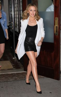 Photos of Kylie Minogue looking hot. Kylie Minogue, Dannii Minogue, Melbourne, Hottest Female Celebrities, Celebs, Celebrity Bodies, Great Legs, Amazing Legs, Nice Legs