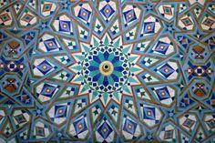 traditional islamic zeliji around a water fountain.