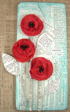 Altered plaque with calico fabric poppies for Remembrance Sunday. Includes step by steps on how to create fabric poppies - by Trish for the Calico Crafts design team. Crafts To Make, Fun Crafts, Remembrance Day Art, Calico Fabric, Anzac Day, Newspaper Crafts, Art Club, Handmade Flowers, Design Crafts