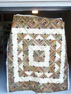 Log Cabin #Quilt with interesting square setting