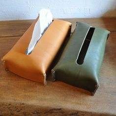 Society Of Arts And Crafts Leather Box, Leather Gifts, Small Leather Goods, Leather Pouch, Diy Leather Projects, Leather Diy Crafts, Leather Craft, Leather Workshop, Leather Accessories