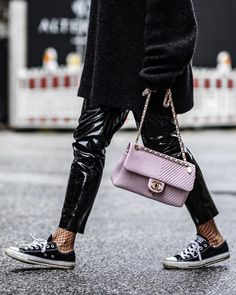 Patent leather trousers and soft pink Chanel bag! Nice she stylish she walks the walk, she belongs in this closet. Patent Leather Pants, Leather Trousers, Pink Chanel Bag, Vinyl Trousers, High Class Fashion, Fashion Outfits, Womens Fashion, Everyday Fashion, Casual