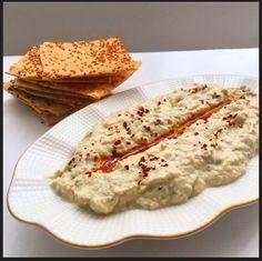 Merhaba, Bu meze için kısaca közlenmiş patlıcanlı humus da diyebiliriz. Ortadoğu mutfaklarının (Suriye, Lübnan, İsrail, Ürdün) özellikle de...