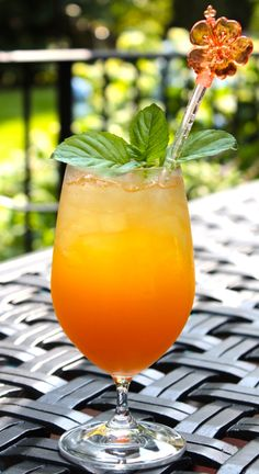 refreshing......the Oscar Cocktail......adapted after Oscar de la Renta's Dominican Punch recipe